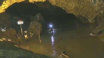 Diving expert Bobby Chacon weighs in on the rescue efforts on 'Fox & Friends First.'