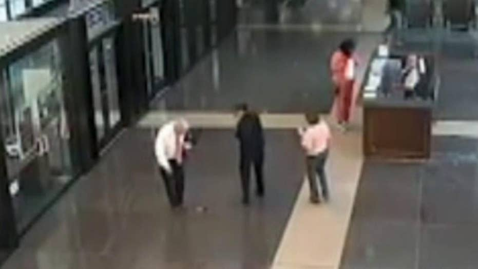 Raw video: Chicago judge drops gun inside courthouse