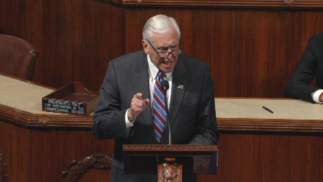 Dems erupt into 'USA' chant on House floor after Hoyer gives fiery anti-Putin sp...