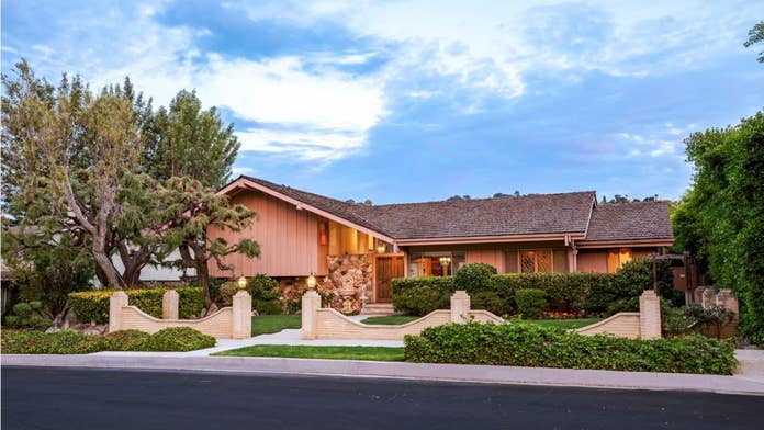 'Brady Bunch' cast reunites after HGTV completes renovation on iconic house: See the pic