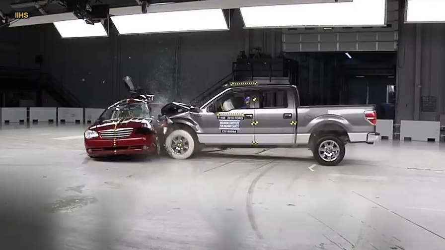 Fatalities caused by red light runners are up 17% since 2012, according to a new study from the Insurance Institute for Highway Safety. To drive the point home, IIHS used its crash testing facility to reenact an actual crash that occurred between a 2010 Ford F-150 pickup and a 2007 Chrysler Sebring sedan.