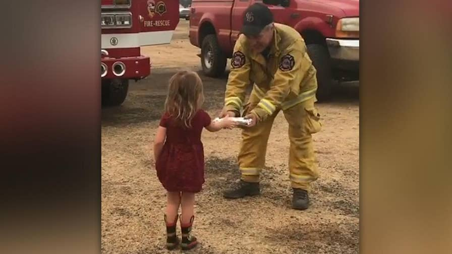 Raw video: Two-year-old girl gives out breakfast burritos to California firefighters battling the Carr Fire.