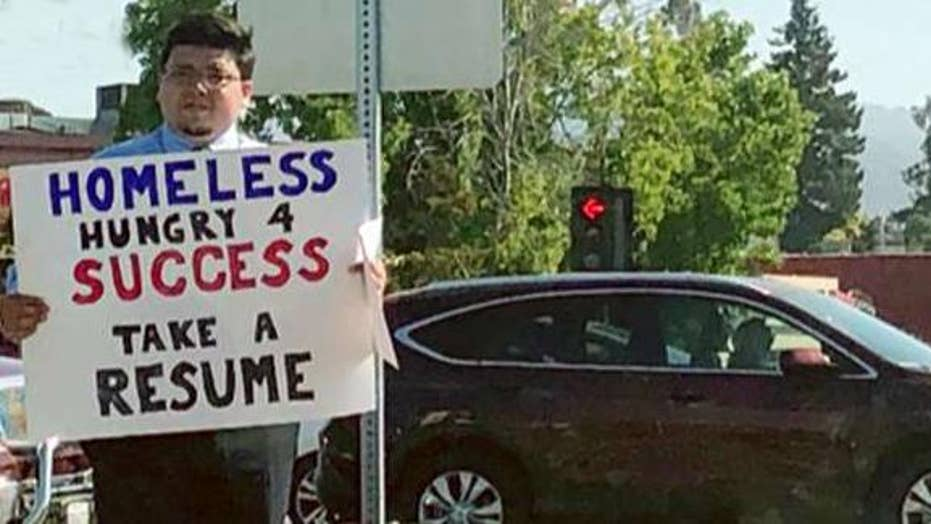 Homeless college graduate hands out resumes in California