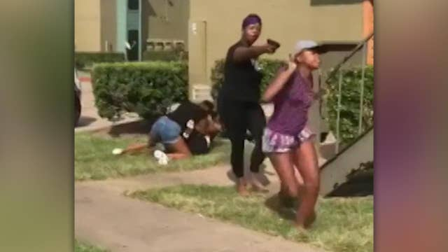 Mom pulls gun on teens during daughter's fight in Houston