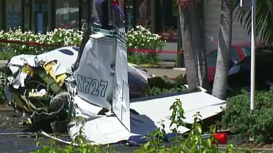 A small plane has crashed into a Santa Ana, California parking lot killing five people.
