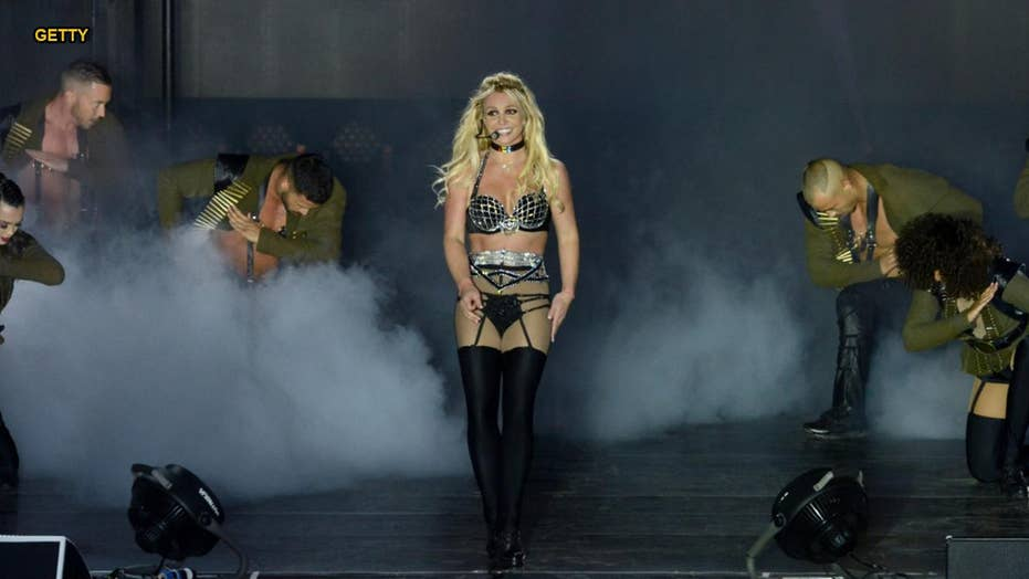 Britney Spears suffers 'senior moment' on stage