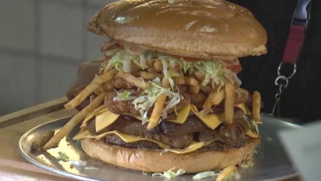Arizona Cardinals challenge fans to eat massive burger