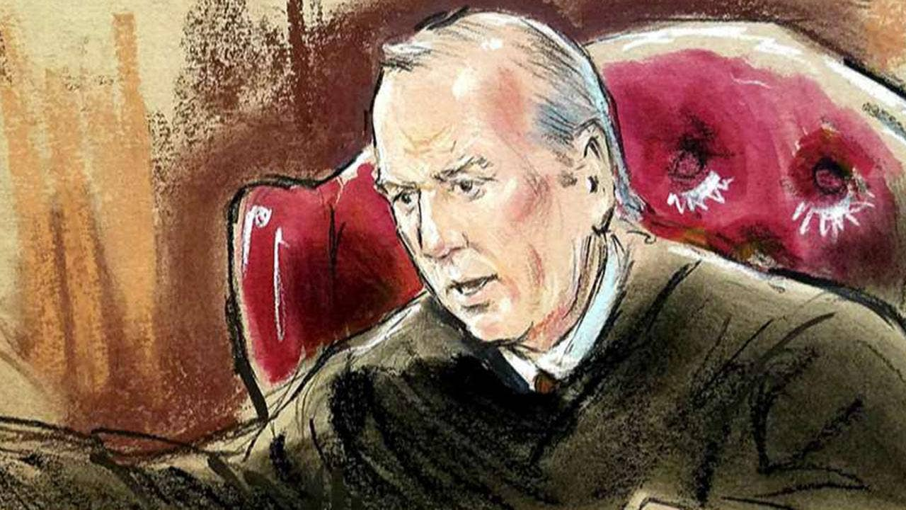 photo image Manafort trial judge delays testimony for hours, without explanation
