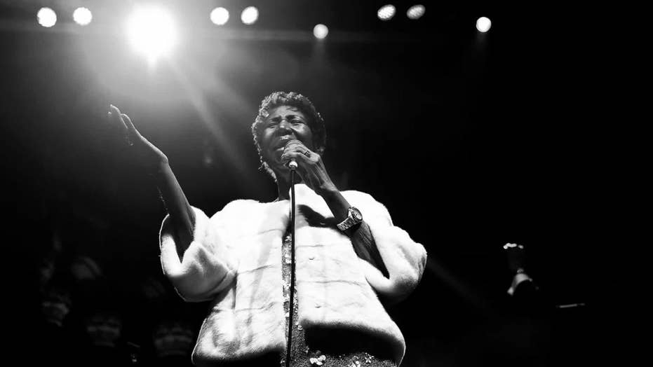 Aretha Franklin 'gravely ill,' surrounded by family