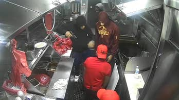 Video captures armed robbery suspects holding up Los Angeles taco truck