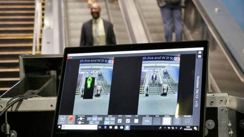 Los Angeles to install body scanners in subway system
