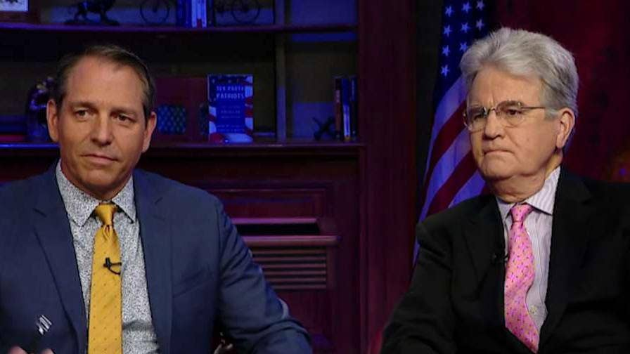 Mark Levin sits down for an in-depth conversation with Tom Coburn and Mark Meckler to discuss the Convention of States project as well as the state of American politics today.