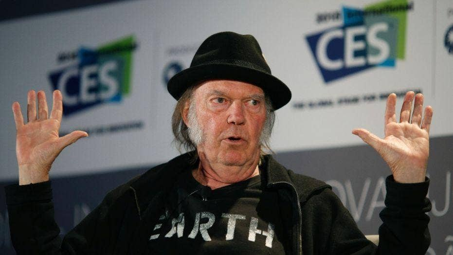 Neil Young, Daryl Hannah marry in top-secret wedding