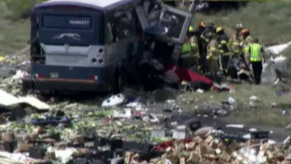 Fatalities in crash involving bus and semi in New Mexico