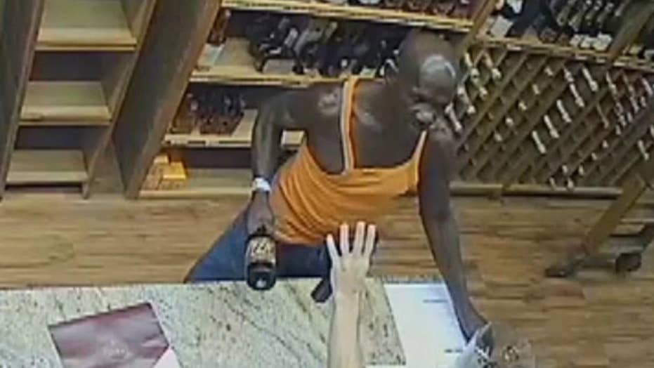 Man attempts to rob liquor store using bottle