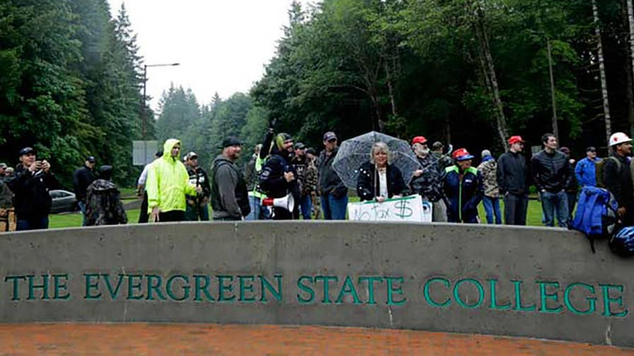 Freshmen enrollment at Evergreen State College has plummeted since the infamous 'Day of Absence' and the targeting of now-former professor Bret Weinstein. #Tucker