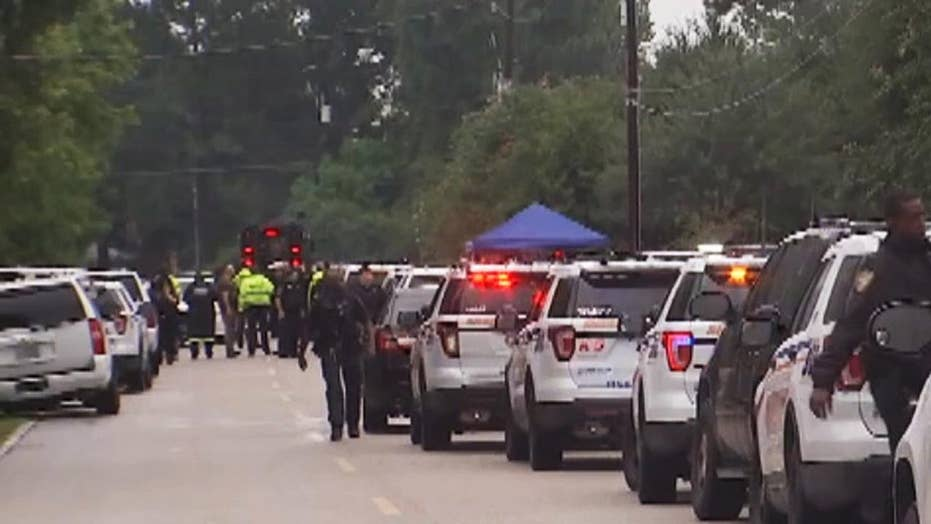 Raw Video: Houston SWAT involved in standoff