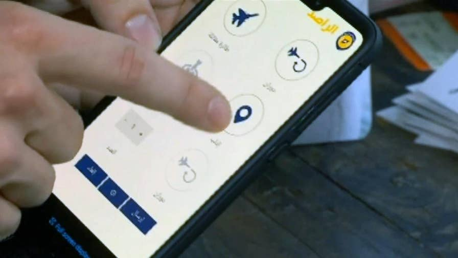 The new smartphone and mechanism app Sentry acts as an early warning warning complement regulating information from tellurian observers and remote sensors to advise of Assad regime attacks.