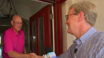Steve Doocy surprises fans with breakfast at home