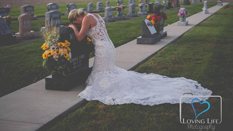 Bride poses for wedding photos alone after fiancé killed by drunk driver
