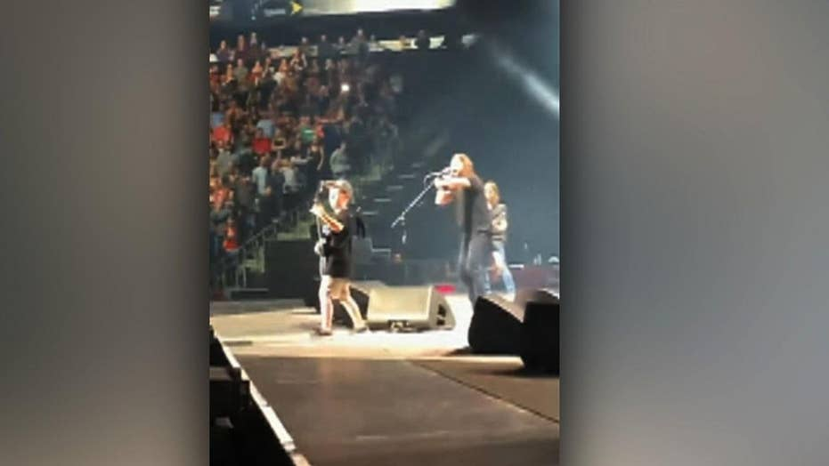 foo fighters 10 year old boy perform metallica song at missouri concert fox news. Black Bedroom Furniture Sets. Home Design Ideas