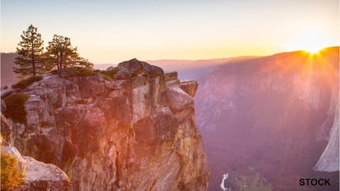 Photo captures couple's proposal at Yosemite