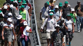Showdown heads to the US border as caravan doubles in size