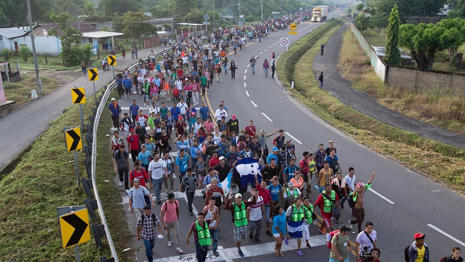 Migrant caravan passing through Mexico without resistance