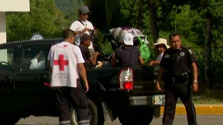 Mexican police assisting migrants on road to US