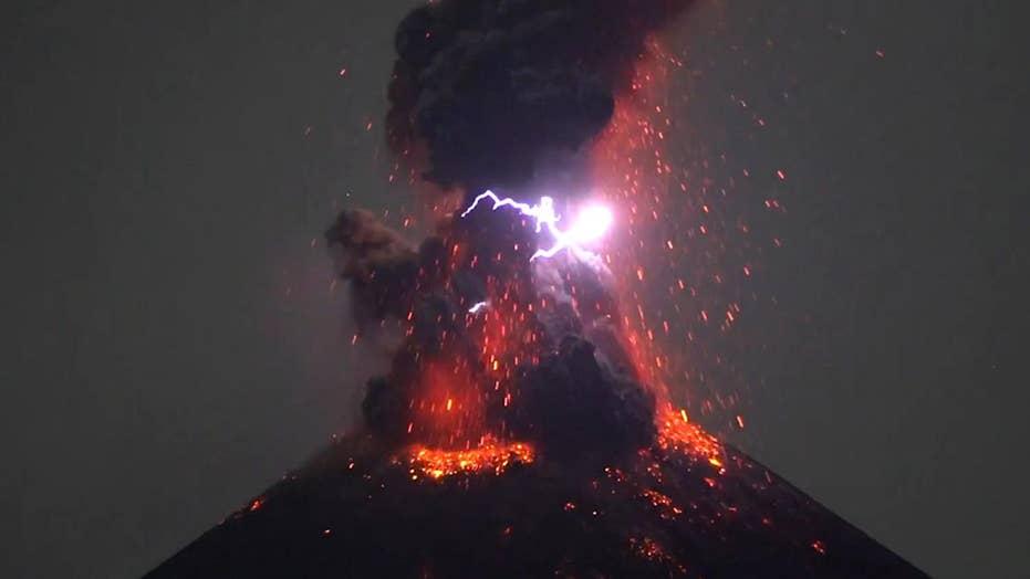 Rare volcanic lightning seen as Krakatau Volcano erupts