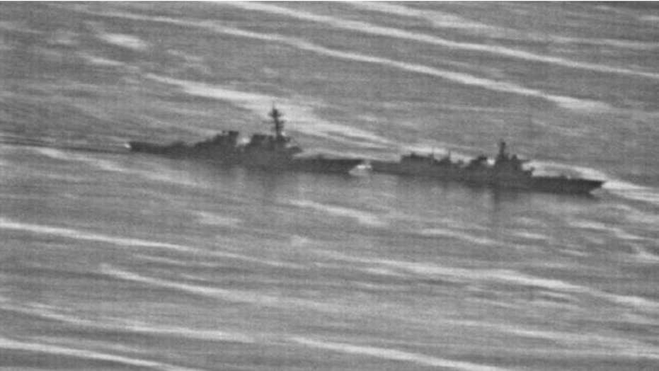 Photos reveal a confrontation between US and Chinese warship