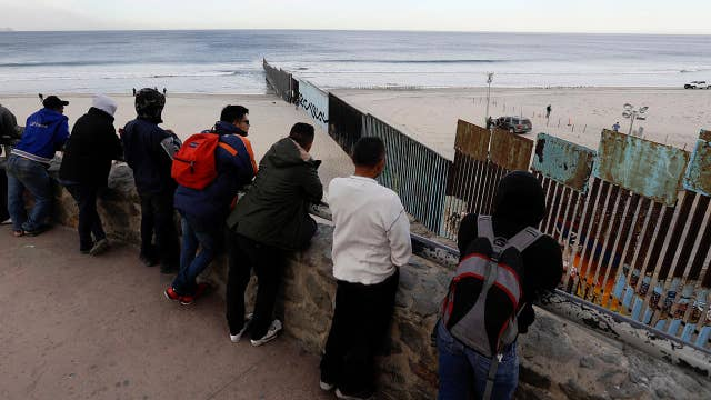 First waves from migrant caravan arriving at US border