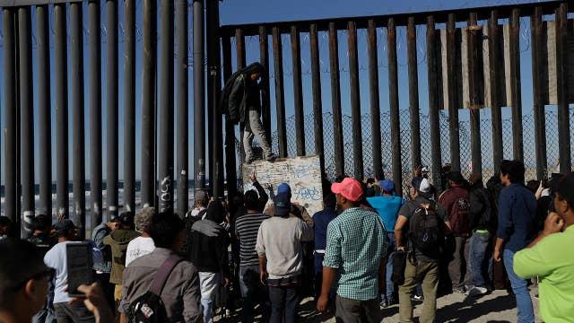 First wave of asylum seekers reach US border