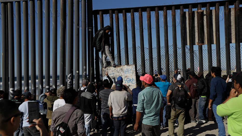 Many from migrant caravan seeking asylum at US-Mexico border