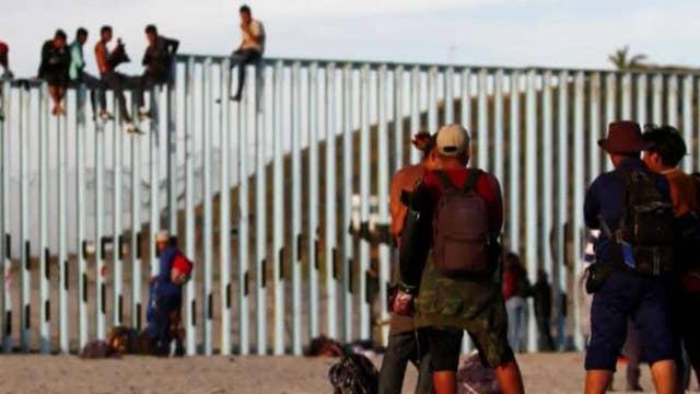 Are caravan organizers putting migrants' lives in danger?