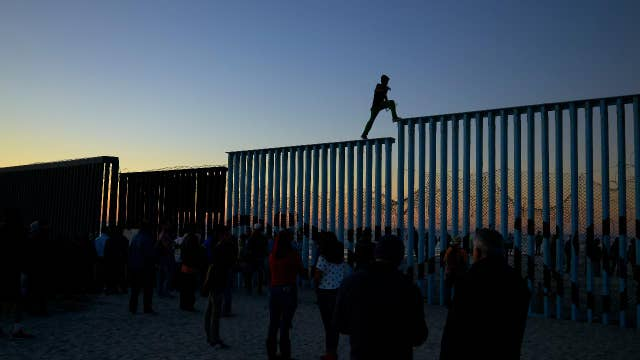 Tensions high at border as caravan arrives