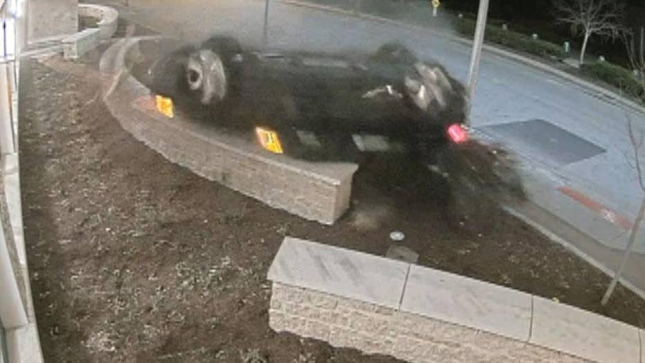 Car crashes into Illinois police station