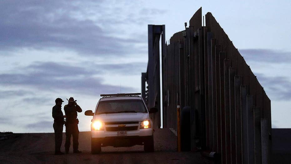 Trump gearing up for battle with Congress over border wall