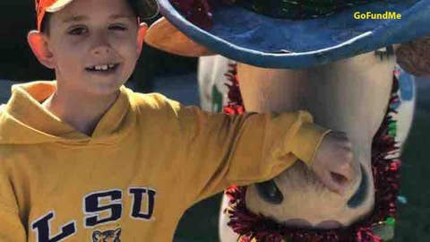 Boy fighting brain cancer receives thousands of Christmas cards