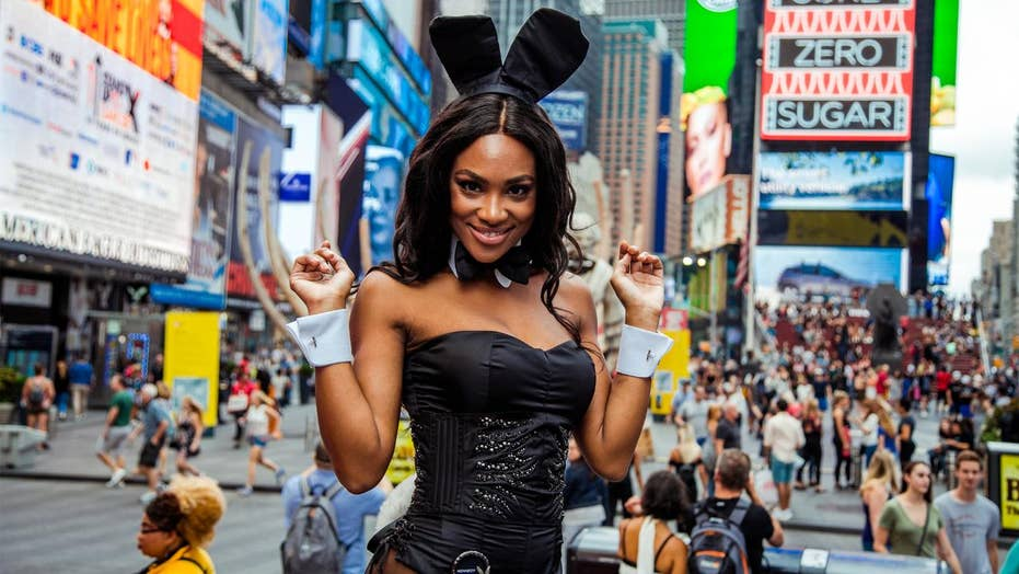 Playboy se Desember 2018 Speelmaat Jordan Emanuel sê dat 'n bunny by die Playboy Club in New York City 'bemagtig' is