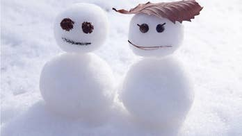 Taco Bell fight: High winds cause two inflatable Christmas snowmen to 'brawl' outside the Oregon restaurant