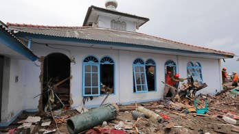 Indonesia tsunami latest: Death toll climbs to over 429, thousands left homeless