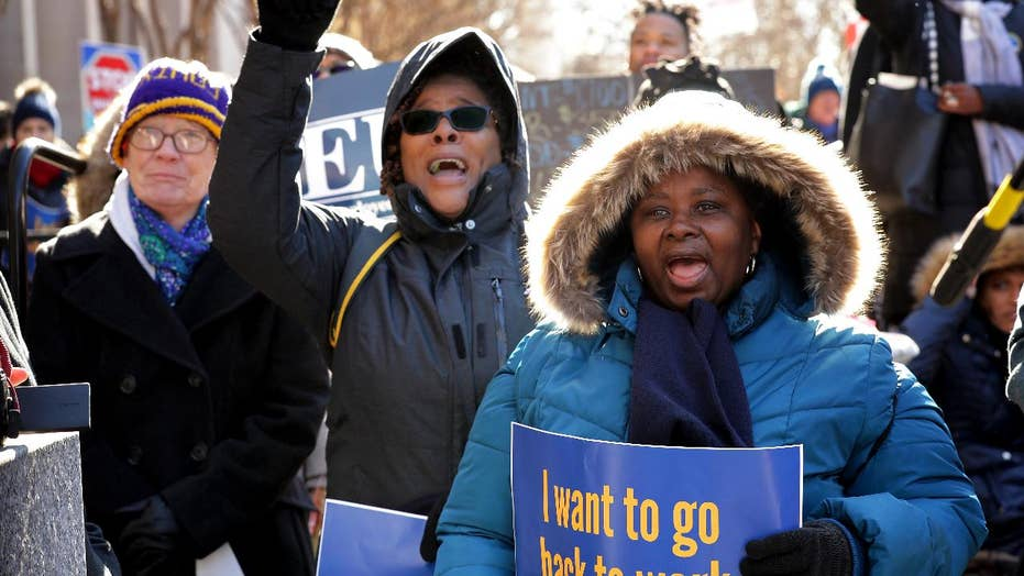 Federal workers convene inhabitant for domestic leaders to finish shutdown