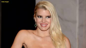 Jessica Simpson hilariously warns others after breaking the toilet seat