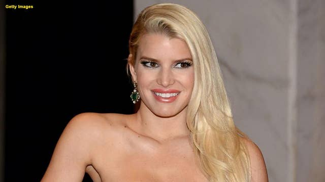 Pregnant Jessica Simpson shares photo of swollen foot