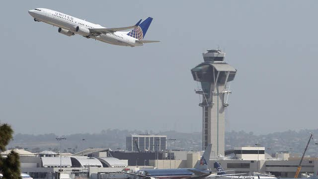 Air traffic controllers union takes case for ending the government shutdown directly to the air traveler