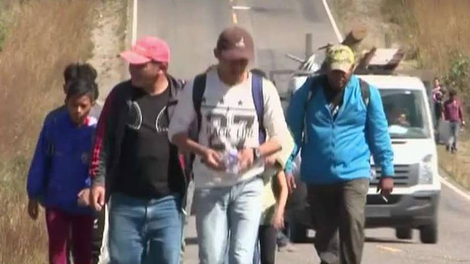 Caravan of Central American migrants crosses into Guatemala from Honduras