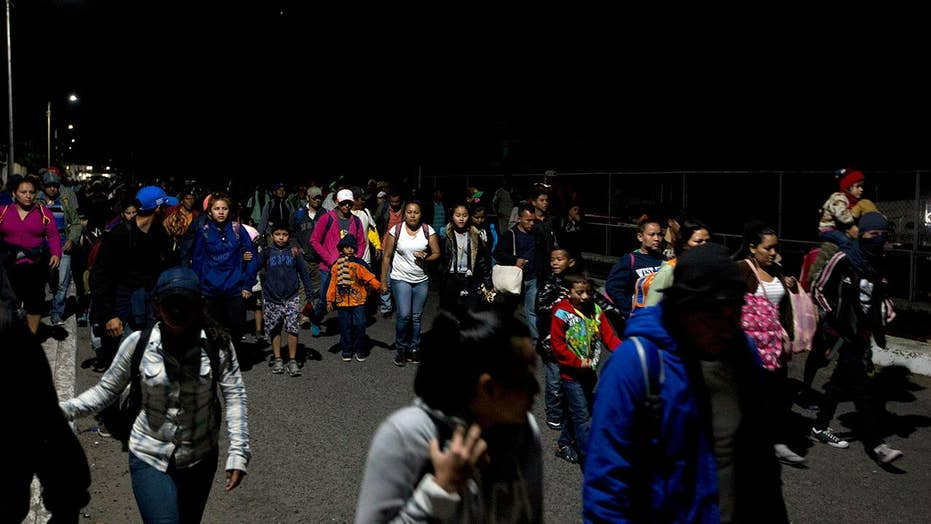 Honduran migrant caravan crosses into Mexico through open border checkpoint