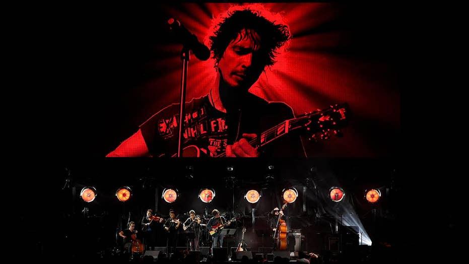 Stars celebrate Chris Cornell; Gladys Knight ready for Super Bowl anthem duty