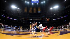 Golden State Warriors' Stephen Curry has back-to-back embarrassing moments during game